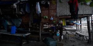 das einfache Bambushaus der Fischerfamilie (3 Personen)