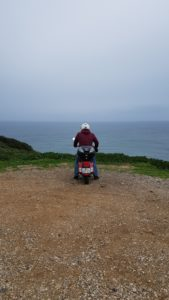 Mit dem Roller am Meer entlang in Lissabon