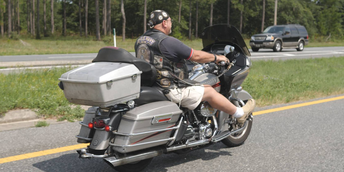 Kolonne Motorradfahrer in den USA